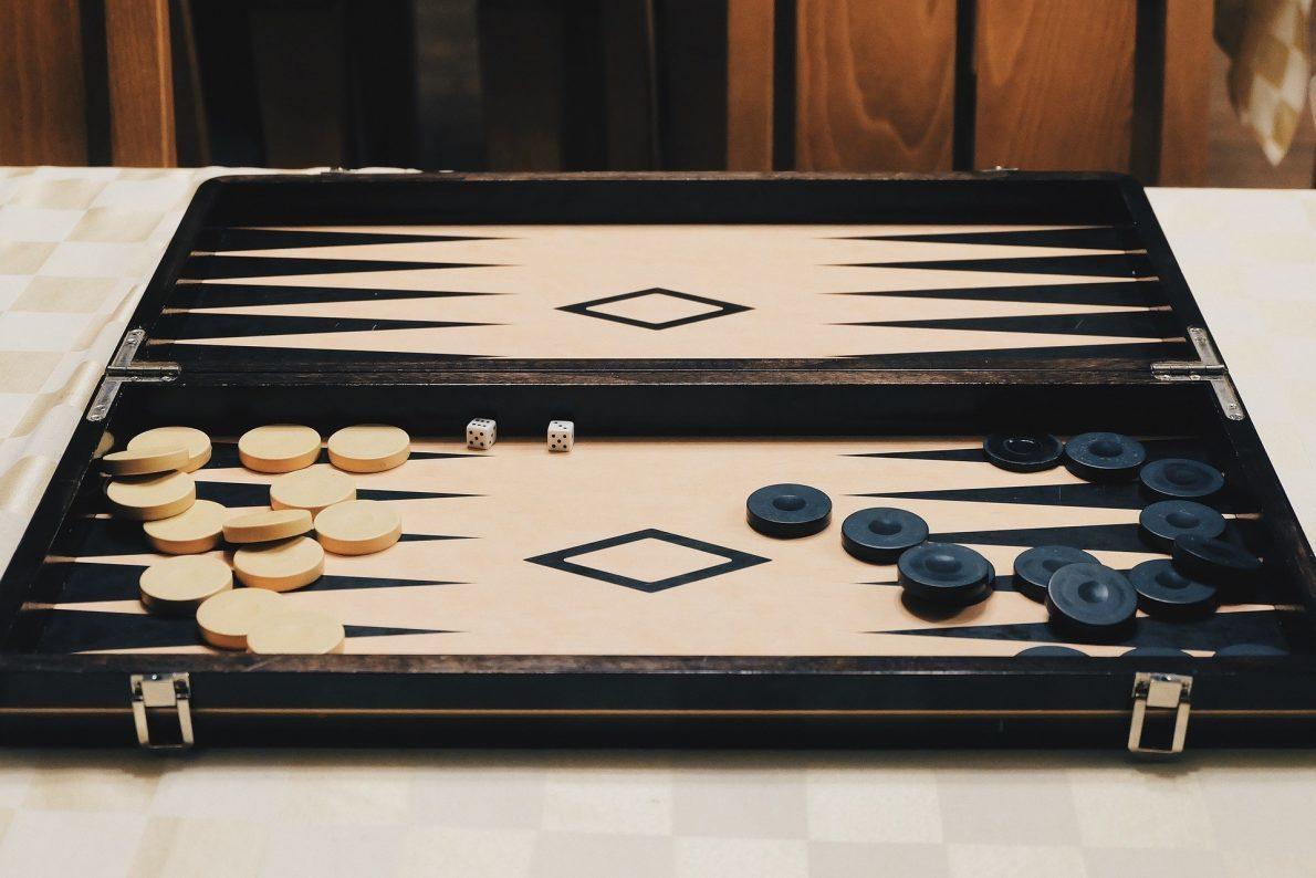 backgammon-789623_1920
