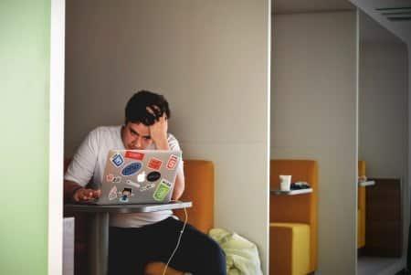Laptop photo-1456406644174-8ddd4cd52a06